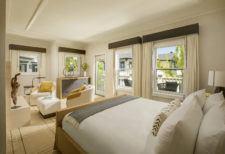 Deluxe Manor Guestroom Interior